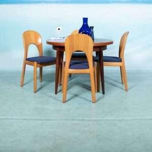 Ronde jaren 60 uitschuiftafel teakhout, vintage round table Bij de Tijd: vintage & designmeubelen