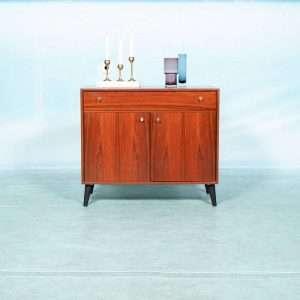Vintage rosewood dressoir jaren 50/60 tv/lp meubel messing Bij de Tijd: vintage & designmeubelen